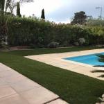 pelouse-synthetique-piscine